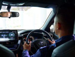 Tips Mudah dan Aman Menyalip Mobil Lain di Jalan
